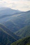 Bewaldete Berge von Bulgarien Stockfotos