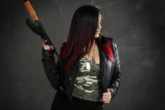 Bewapend en Gevaarlijk Meisje Stock Afbeeldingen