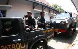 Bewapende politie stan wacht Royalty-vrije Stock Afbeelding