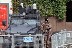 Bewapende Politieagent op Plicht Stock Foto's