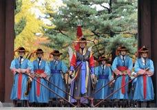Bewapende wachten bij Deoksugung-Paleis, Seoel, Zuid-Korea Stock Foto