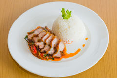 Beweeg Fried Crispy Pork Red Curry-Deeg Stock Foto