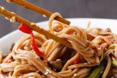 Beweeg Fried Fairy Mushroom With Oyster: Het is het eenvoudige Thaise stijl koken stock fotografie