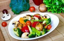 Beweeg Fried Mixed Vegetables Stock Afbeeldingen