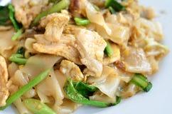 Beweeg Fried Rice Noodle met ei en varkensvlees Stock Fotografie