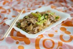 Beweeg Fried Rice Noodle met varkensvlees Stock Afbeeldingen