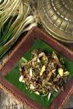 Beweeg gebraden gerecht Gemorst Gill Fungus met witte Spaanse pepers en lokale ui Royalty-vrije Stock Afbeeldingen