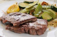 Beweeg gebraden gerecht met lapje vlees Royalty-vrije Stock Afbeeldingen