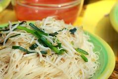 Beweeg gebraden noedels Chinees voedsel Stock Afbeeldingen
