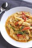 Beweeg gebraden pijlinktvis met gezouten eierdooier Stock Foto