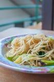Beweeg gebraden rijstnoedels vegetarische Yangshuo Royalty-vrije Stock Foto's