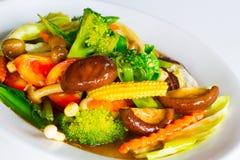 Beweeg gemengde groente in oestersaus Royalty-vrije Stock Foto's