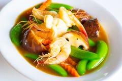 Beweeg gemengde groente in oestersaus Stock Foto