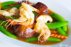 Beweeg gemengde groente in oestersaus stock foto's