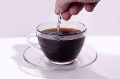 Beweeg zwarte koffie Stock Foto's