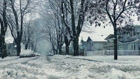 Bewegen über Straße in den schweren Schneefällen stock video footage