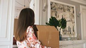 Bewegen auf eine neue Wohnung stock footage