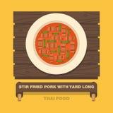 Bewegen de nationale schotels van Thailand, gebraden Varkensvlees met Werf Lange Boon Stock Afbeeldingen