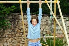 Bewegen in Erwachsensein Im Freienportrait der Jugendlichen stockbilder