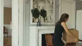 Bewegen Sie sich auf eine neue Wohnung stock footage