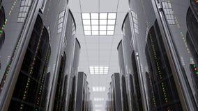 Bewegen zich langzaam tussen serverrekken in datacenter stock video