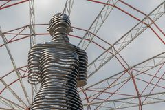 Bewegend beeldhouwwerk 'Ali en Nino 'in Batumi stock afbeelding