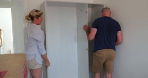 Bewegend Meubilair binnen aan Ons Nieuw Huis stock videobeelden