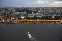Bewegende Boot en Stad royalty-vrije stock fotografie