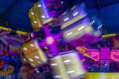 Bewegende Carrousel op Markt Stock Afbeeldingen