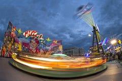 Bewegende carrousel van pret de Eerlijke Carnaval Luna Park stock foto