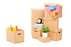 Bewegende dozen en ander bewegend materiaal stock afbeelding