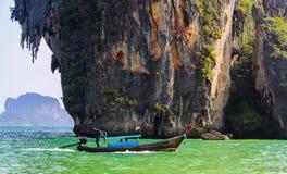 Bewegende lang-Staart Thaise Boot royalty-vrije stock foto's