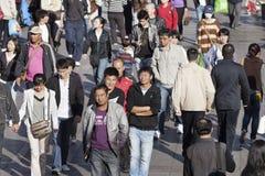 Bewegende menigte in Dalian, China Royalty-vrije Stock Afbeeldingen