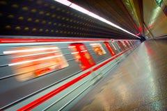 Bewegende metro trein Stock Afbeeldingen