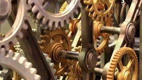 Bewegende toestellen van oud mechanisme dicht omhoog stock video