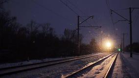 Bewegende trein in de winter Transsiberische Spoorweg stock footage