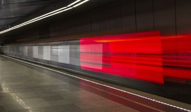 Bewegende trein, ondergronds vage motie, Moskou Rusland stock foto