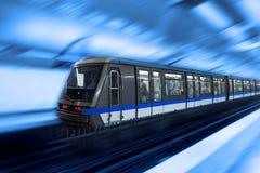 Bewegende trein, vage motie stock foto's