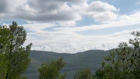 Bewegende Wolken über einer israelischen Berglandschaft Timelapse stock footage