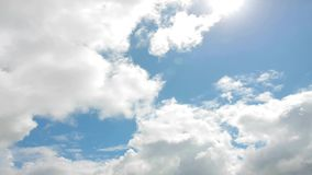 Bewegende wolken stock footage