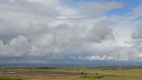 Bewegende wolken in de hemel stock footage