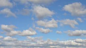 Bewegende wolken in de hemel stock videobeelden