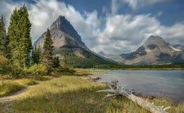 Bewegende Wolken over Swiftcurrent-Meer in Gletsjer Nationaal Park Royalty-vrije Stock Afbeelding