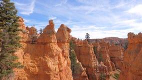 Beweging bij de Bergen en de Klippen van Bryce Canyon With Orange Red stock video