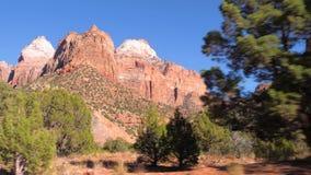 Beweging, Mening van de Auto op een Hoge Rode Berg Zion National Park 4k stock footage