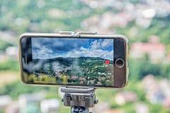 Bewegliche Fotografie des intelligenten Telefons der alten Bergbaustadt Banska Stiavni Stockbild