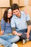 Bewegliche neue junge Paareinflußhaupttasten lizenzfreie stockfotos