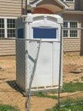 Bewegliche Toilette an der Baustelle Lizenzfreie Stockfotografie