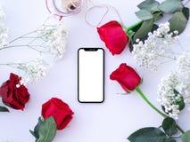 Bewegliche und rote Rosen lizenzfreie stockfotos