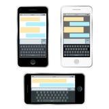 Beweglicher Botechat, Hände mit dem Smartphone, der eine Mitteilung sendet Isometrisches flaches Design, Vektorillustration Smart Stockfoto